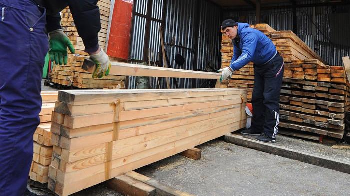 Производство деревянных плит.