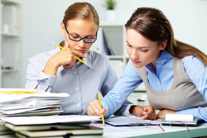 Чем различаются должностная инструкция главбуха и бухгалтера?