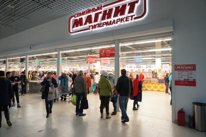 Покупатели магазина магнит.