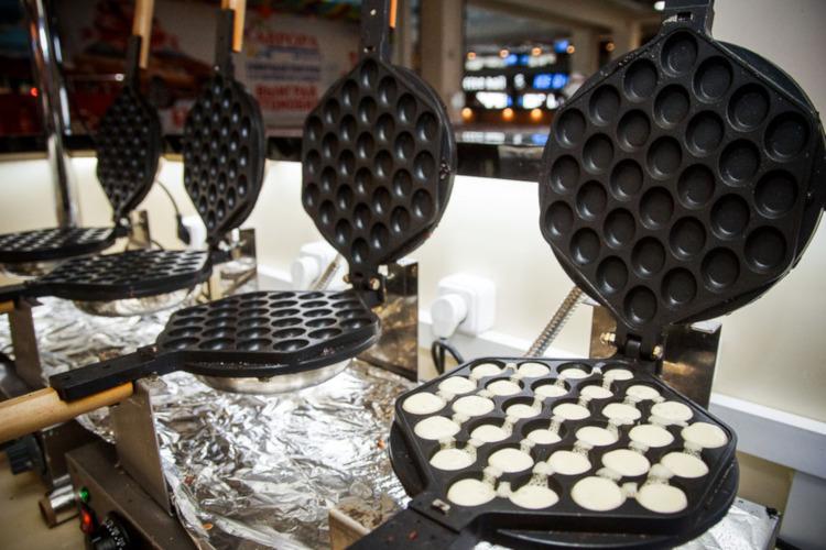 Приготовление гонконгских вафель