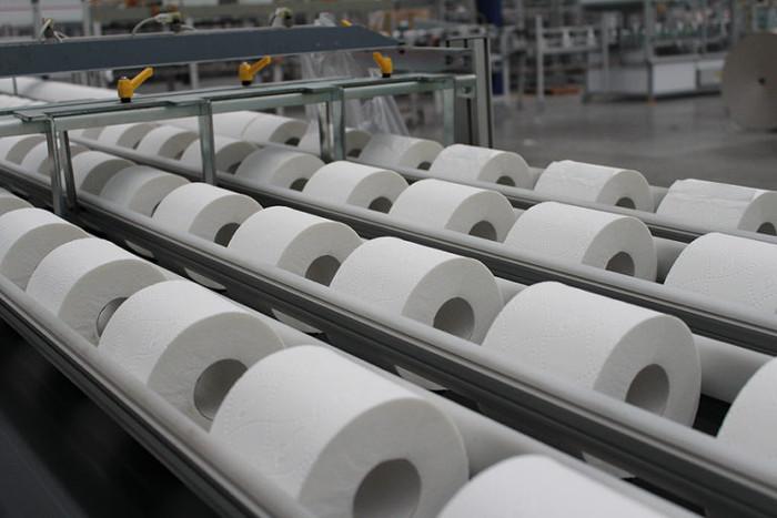 Конвейер туалетной бумаги.