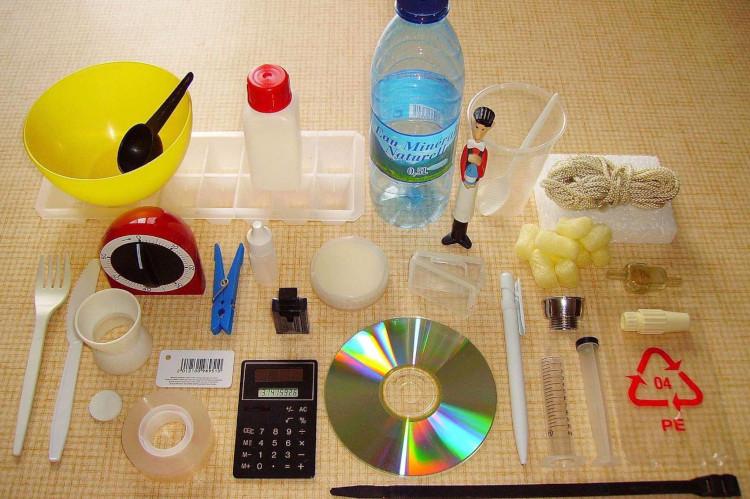 Продукты из переработанного пластика.