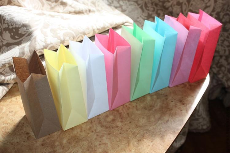 Разноцветные бумажные пакеты