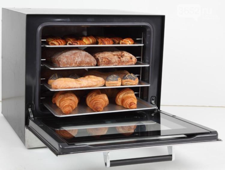 Конвекционная печь с изделиями