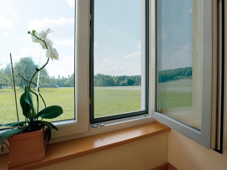 Москитная сетка на пластиковых окнах