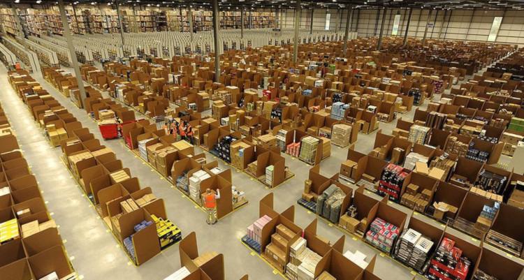 Склад товаров Амазон