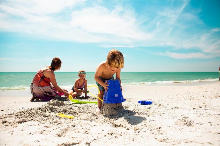 Отдых на пляже с детьми