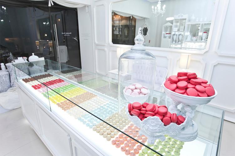 Витрина магазина сладостей