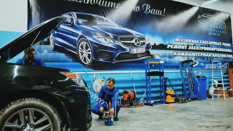 Наружная реклама автосервиса на конструкциях