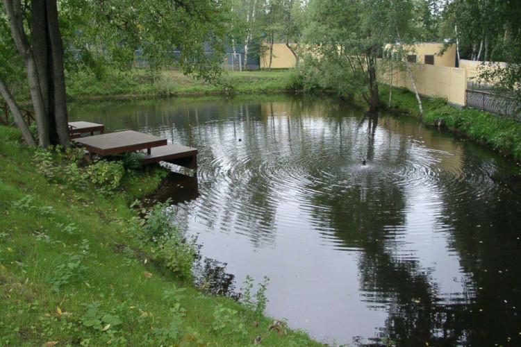 Искусственный водоём для разведения рыб